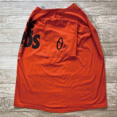 画像2: 「NIKE(ナイキ)」MLB ボルチモア・オリオールズ O's THE BIRDS オレンジ Tシャツ